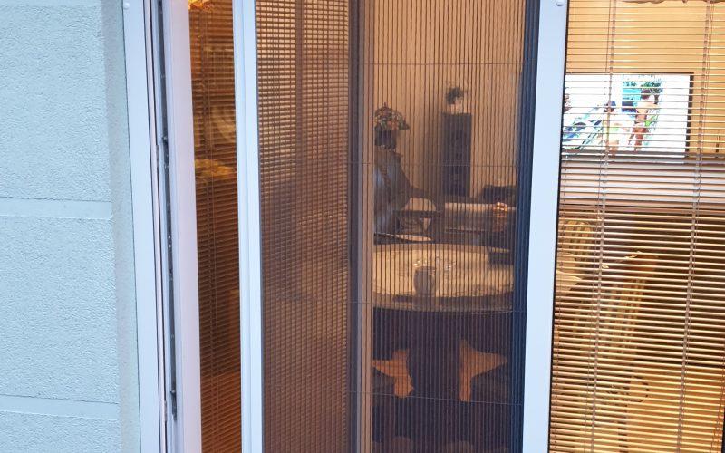 MOSKITIERA PLISOWANA to doskonały pomysł na zabezpieczenie drzwi balkonowych przed owadami. Nowoczesna, niezawodna, wygodna i bardzo estetyczna. Możliwość montażu w praktycznie każdych, nawet najtrudniejszych warunkach. 05.04.2020