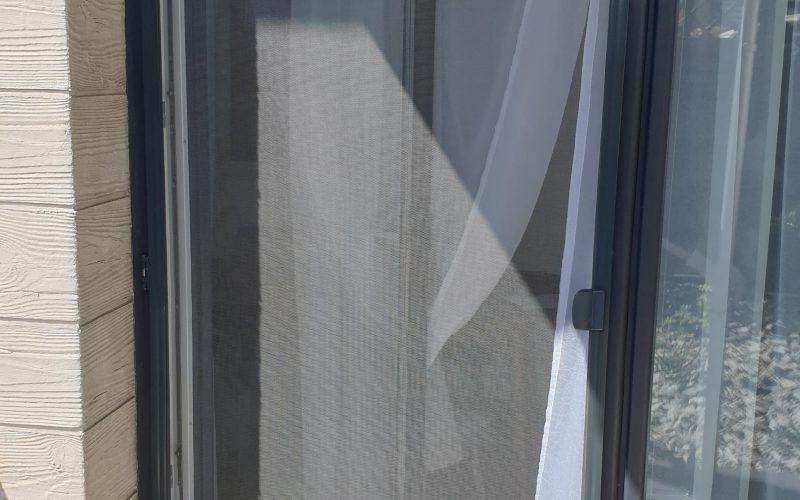 Drzwi moskitierowe z przejściem dla zwierząt. Doskonały pomysł dla wszystkich małych i średnich pupili. 12.05.2020